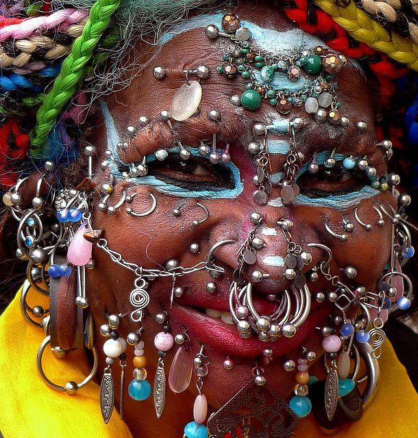 Davidson piercings elaine intim Elaine Davidson