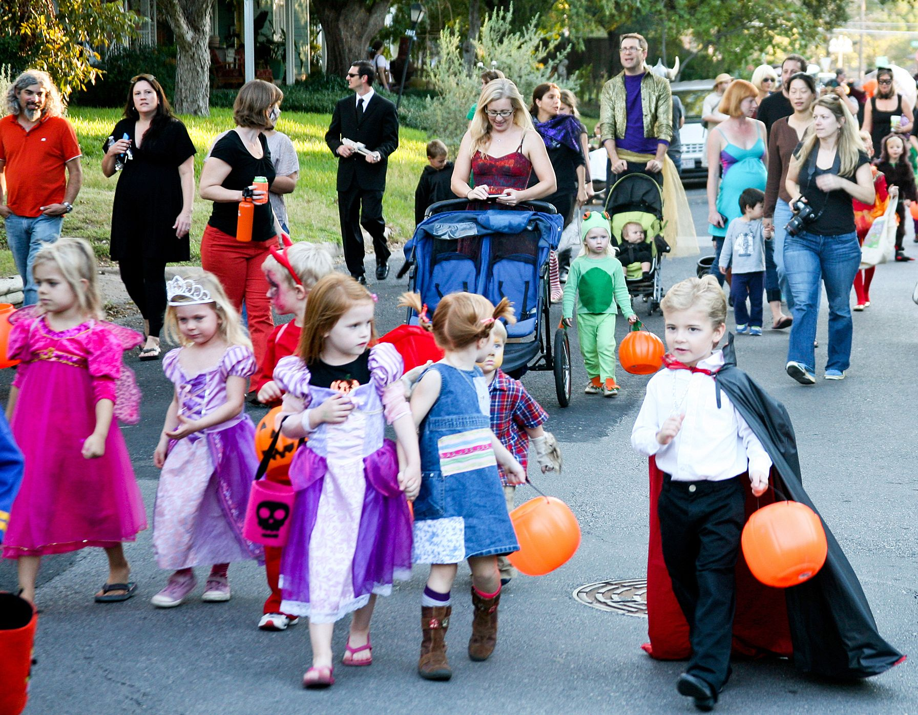 Free NYC Halloween Parades for Kids  sc 1 st  Pinterest & Free NYC Halloween Parades for Kids | Free nyc and Halloween fun