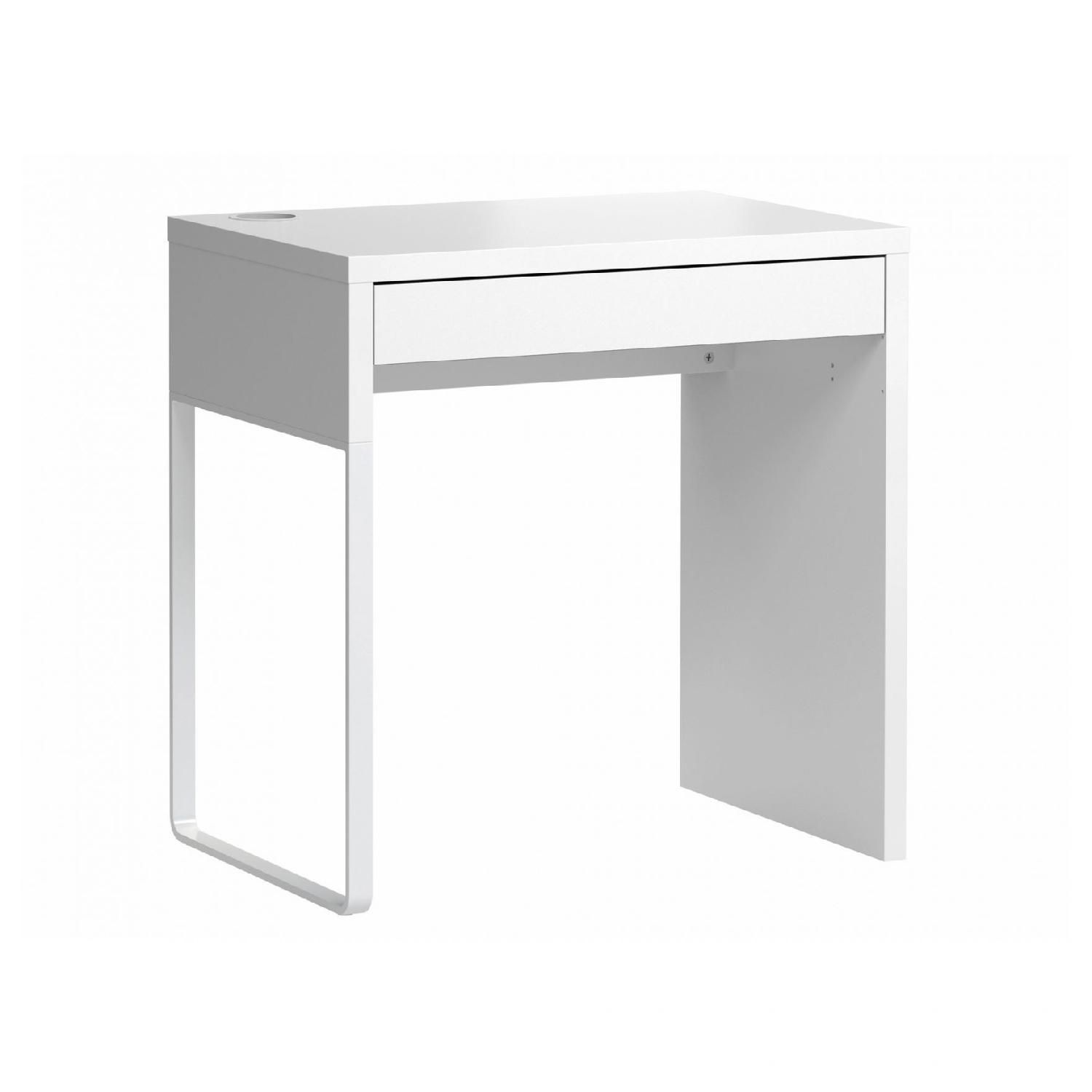 Ikea Micke Desk In White Aptdeco Ikea White Desk Ikea Micke Desk Ikea Small Desk