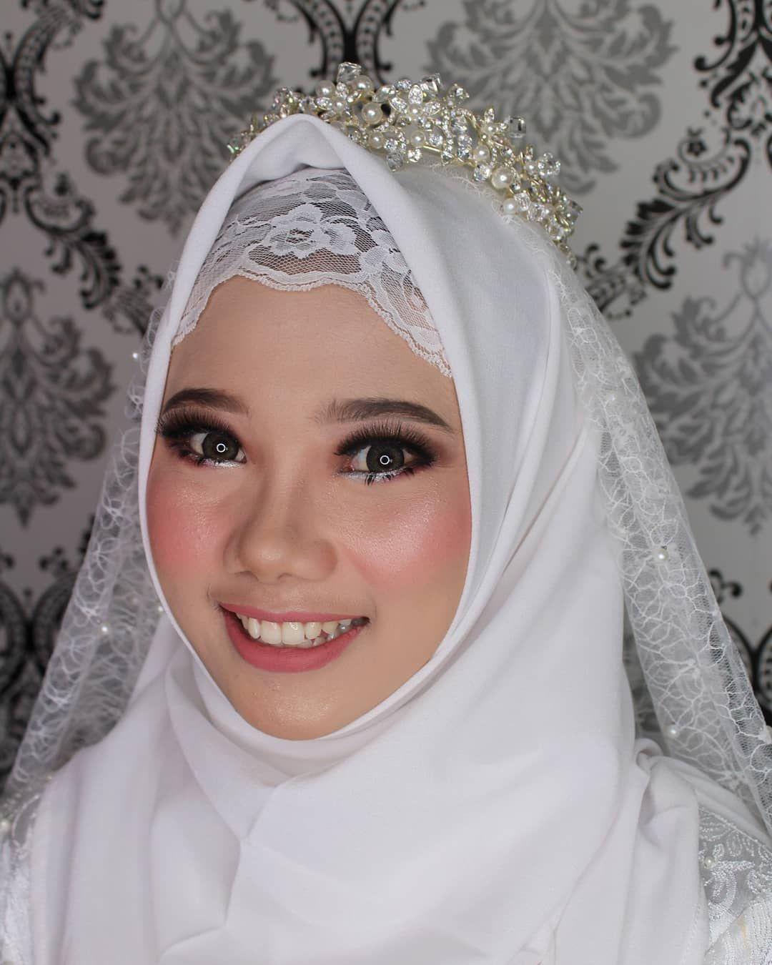 Hasil karya makeup class by w.yulita.m .. . Melayani