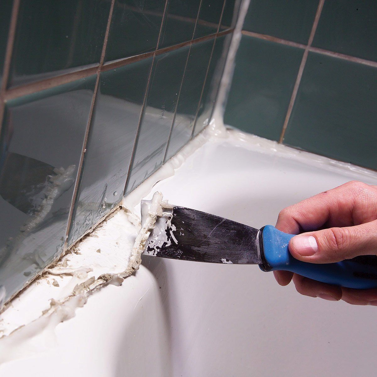 How to Remove Caulk From the Tub Cleaning hacks, Deep