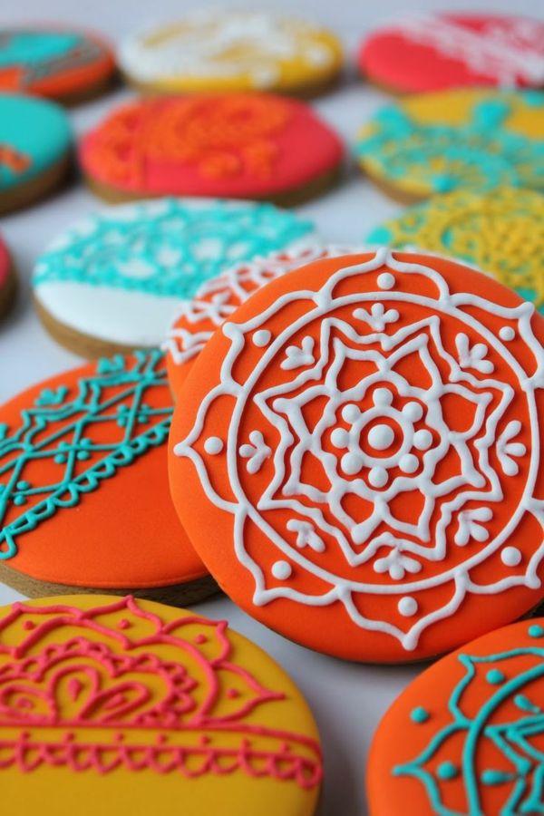 Décoration des cookies avec des motifs de tatouage henné