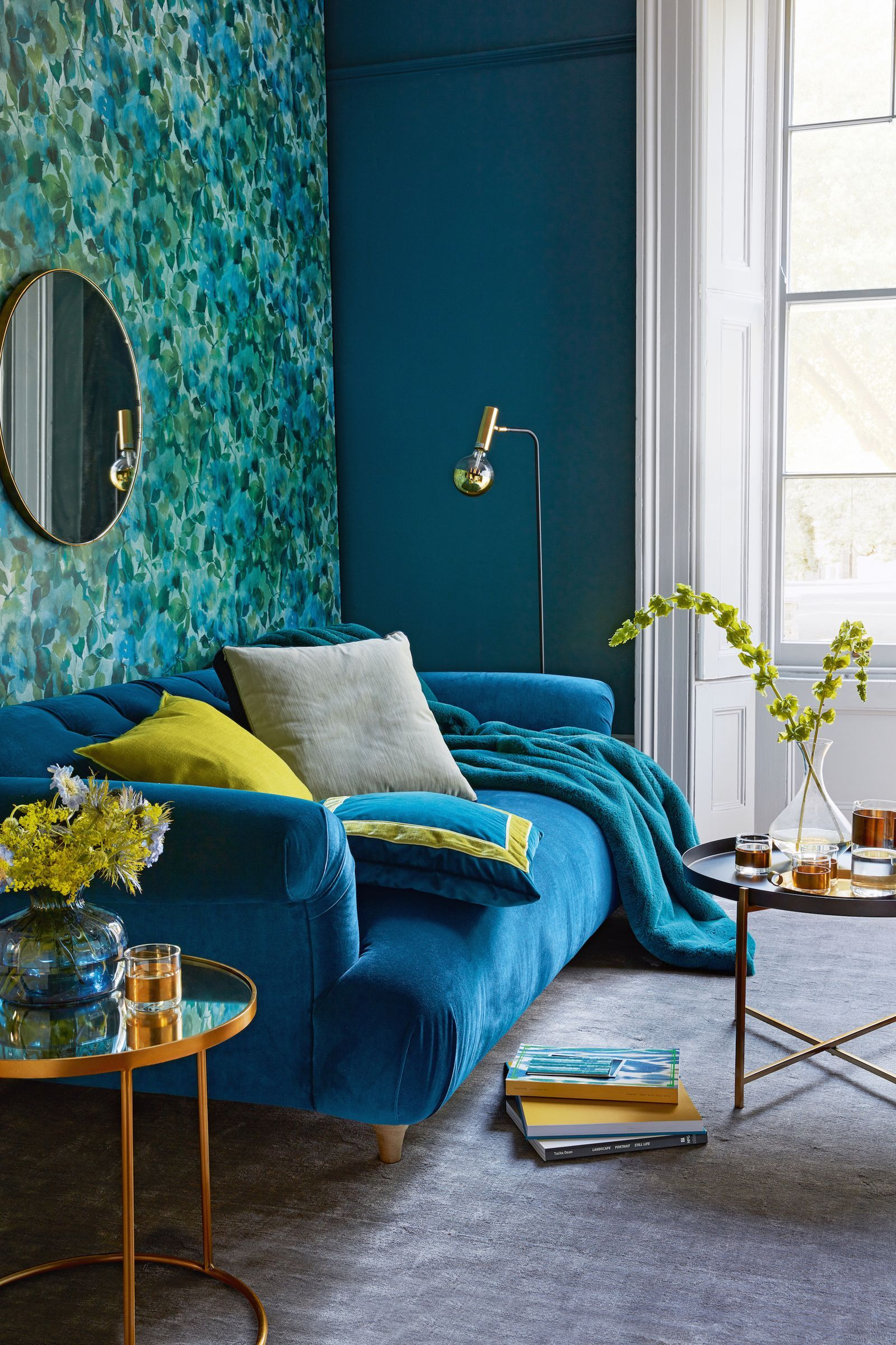 8 Photos That Will Make You Want To Decorate With Velvet Immediately Minimalist Living Room Decor Living Room Turquoise Small Apartment Decorating Living Room