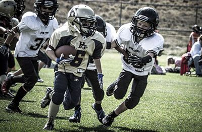 Nine Year Old Girl Becomes Star Player In Boys Tackle Football League Tackle Football Football Girls Football