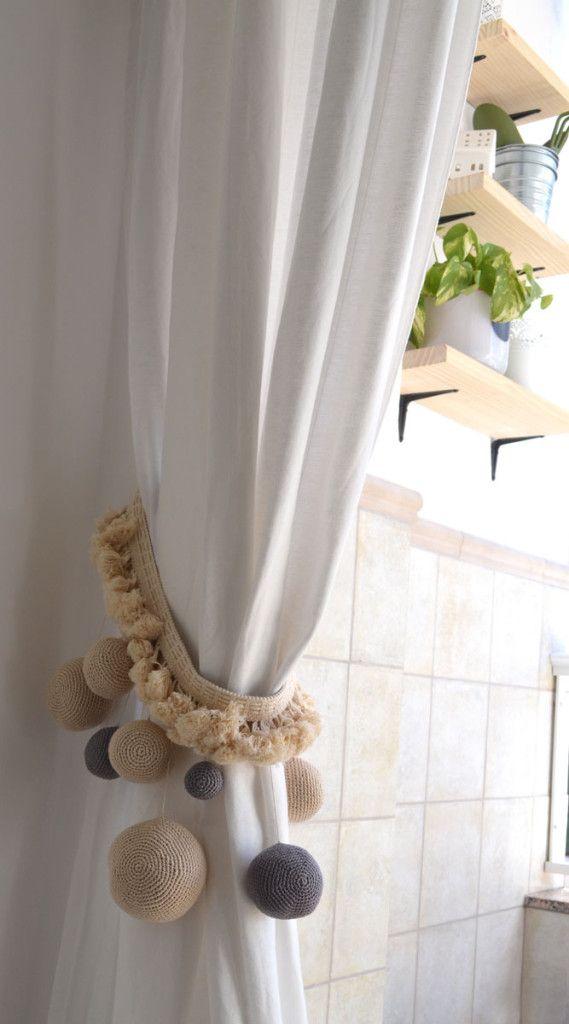 C mo hacer alzapa os para cortinas con aire boho con - Decoracion con pompones ...