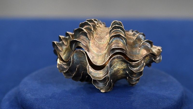 Tiffany & Co. Sterling Silver Clam Shell, ca. 1965  $3,000 Auction  �  $5,000 Auction