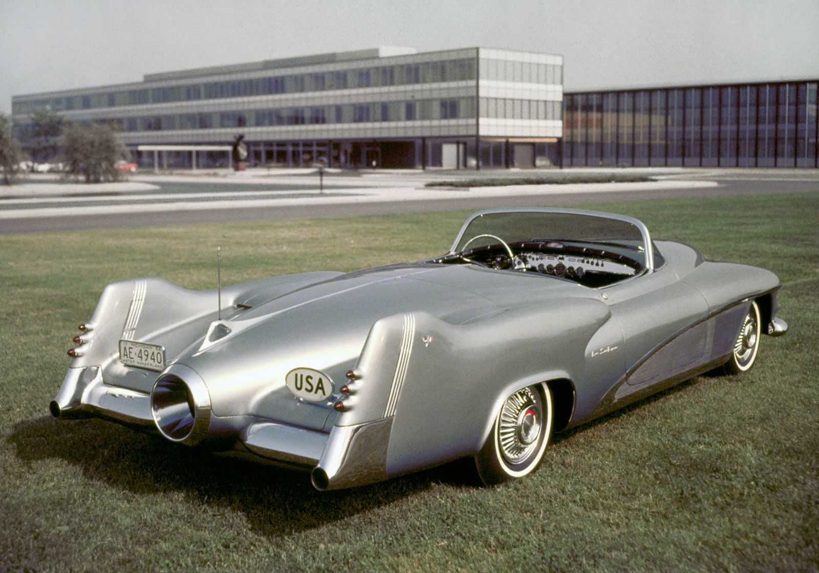 1951 Buick LeSabre Concept... If only they'd made it in production.. So  amazing
