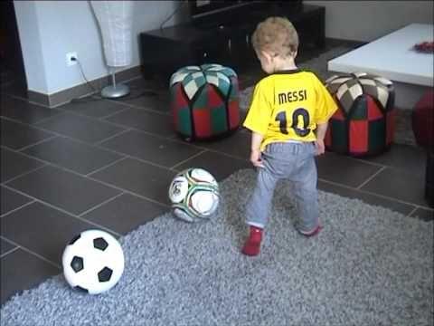 FOOTBALL -  petit messi bébé de 2 ans (ilyes futur star du football) - http://lefootball.fr/petit-messi-bebe-de-2-ans-ilyes-futur-star-du-football/
