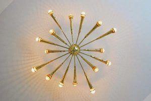 2-lampara-techo-sputnik-hecha-con-microfonos | ideas para el hogar