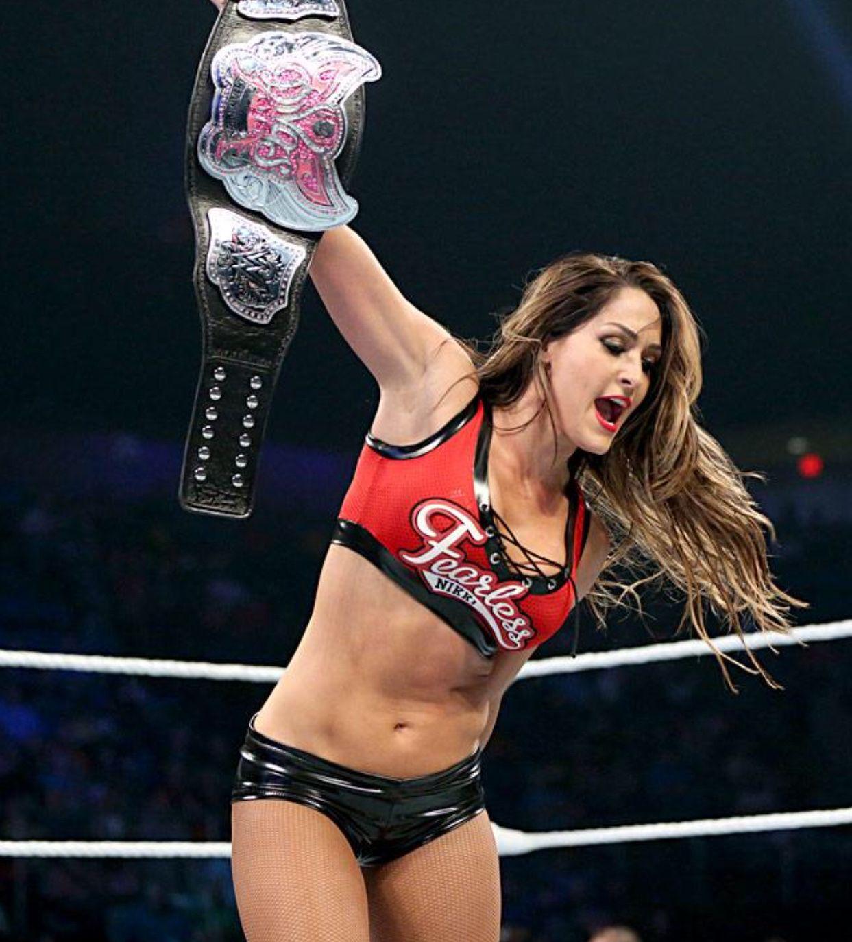 WWE Divas Champion Paige Vs Nikki Bella