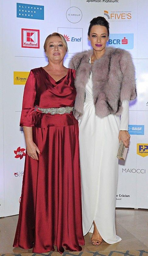 Andreea Raicu și Camelia Șucu, cele mai elegante apariții la Festivalul Brazilor de Crăciun
