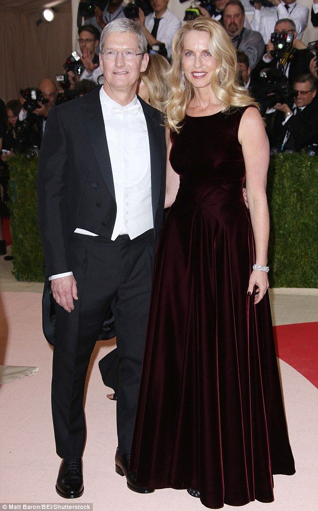 Steve Jobsu0027 widow Laurene Powell at Met Gala with Apple CEO Tim - tim cook resume