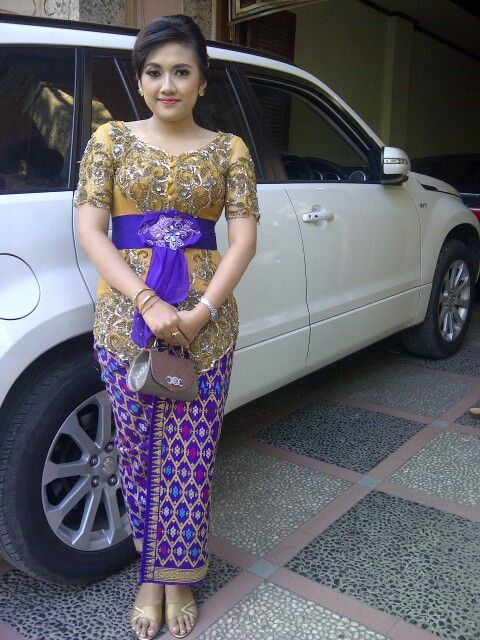 "Photo of Balinese style, i'm wearing balinese traditional ""kebaya"" for my graduation …"