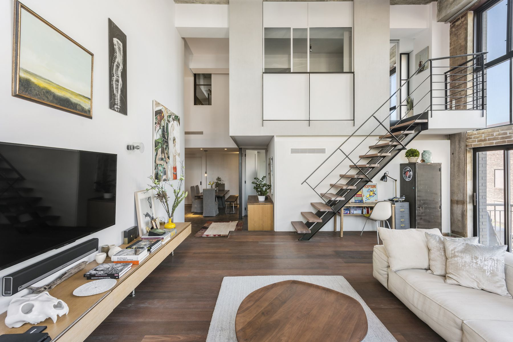 Industrial Chic Williamsburg Loft In A Converted Factory Seeks 5 5m Ny Loft Williamsburg Apartment Perfect Living Room