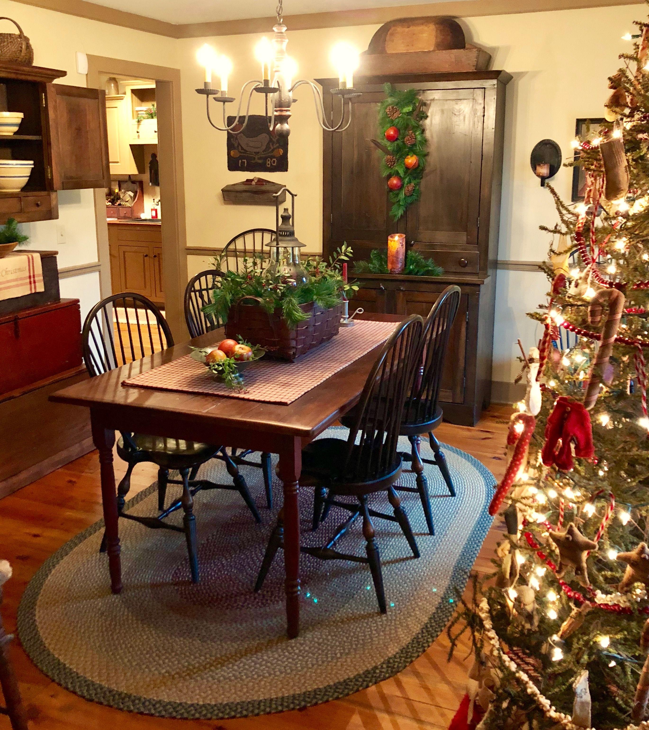 Primitive Dining Room Furniture: #PrimitiveDiningRooms #PrimDecor