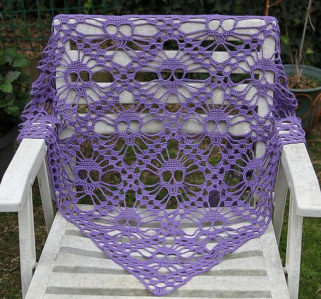 Ravelry Project Gallery For Skull Shawldskallesjal Pattern By