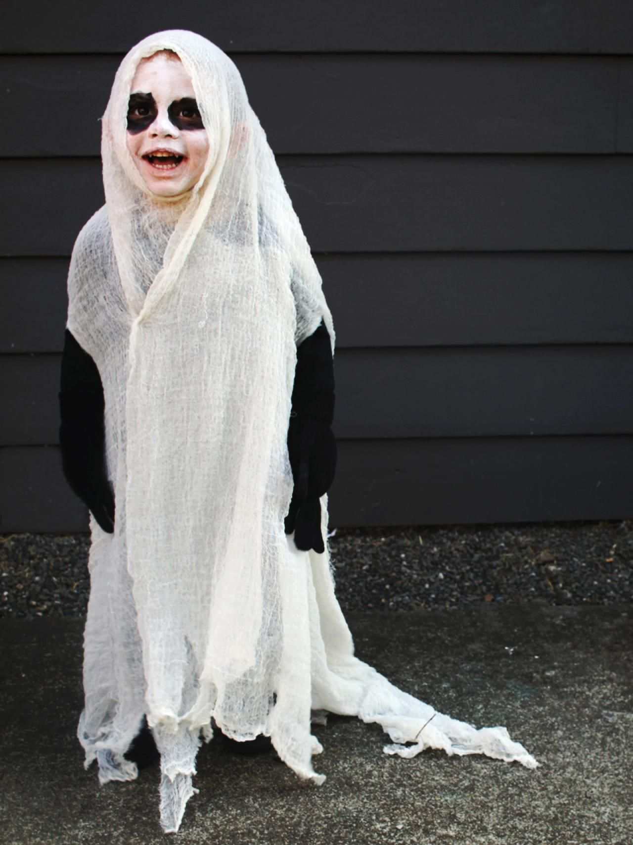 How to Give a Twist to a Classic Halloween Ghost Costume #deguisementfantomeenfant