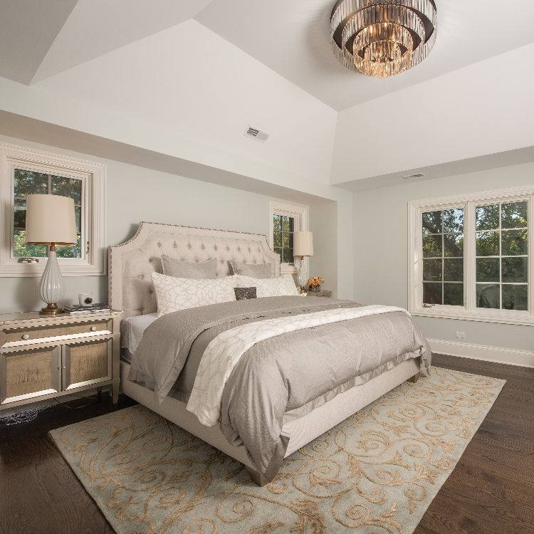 16 Fantastic Master Bedroom Decorating Ideas: Neutral Toned Master Bedroom With Gold Accents And