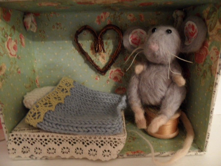 Needle felted mouse in her little house