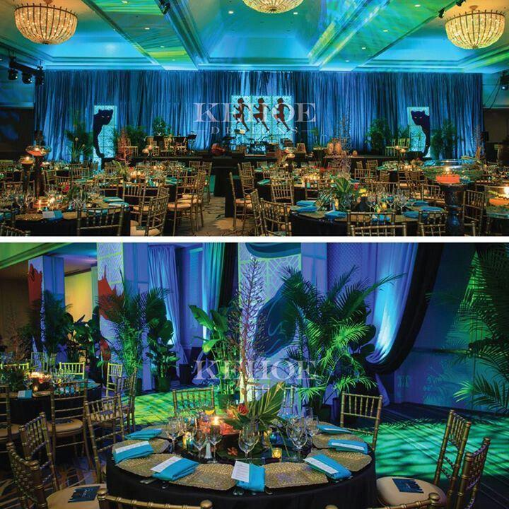 Decoraci n con mucho verde y palmas como la entrada al for Decoracion con plantas