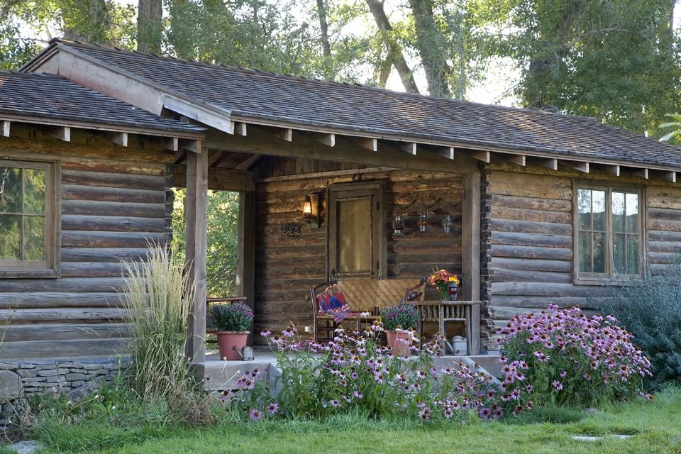 Tiny Log Home With A Garage And Breeze Way This Is A Very Traditional Dog Trot Style Rustic Cabin Small Cabin Log Homes
