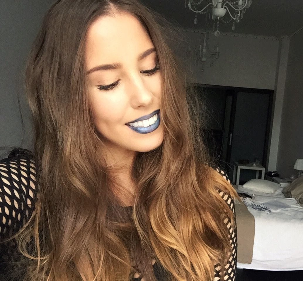 Blue lips in action - have the courage to be you! - saraphina.fi