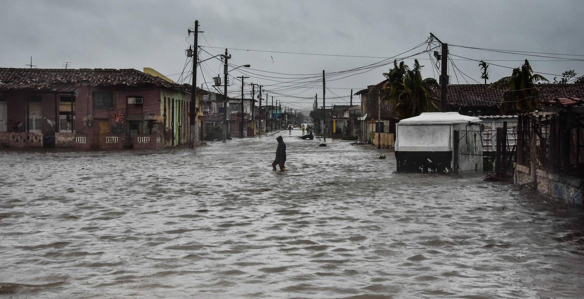 Irma S Eyewall Reaches Florida Keys Florida National Hurricane Center Island Nations