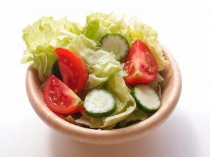 Un plan para perder peso que incluye una dieta, rutina de ejercicio y estrategias generales para adelgazar.