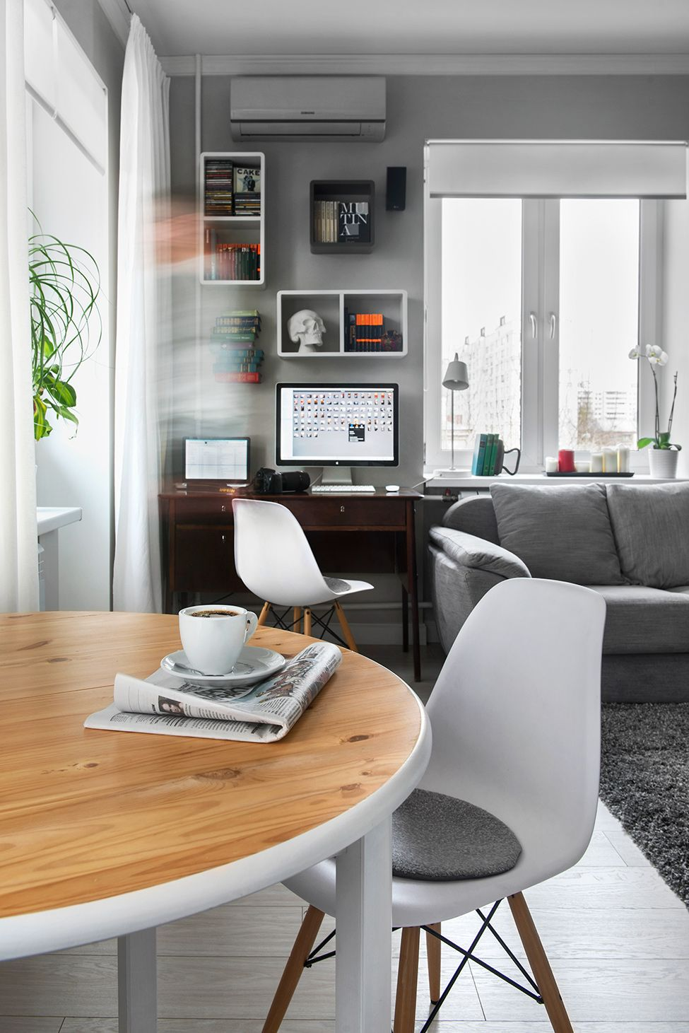 Compact Bachelor Haven in Moscow Defined by the Mix of Modern with ...