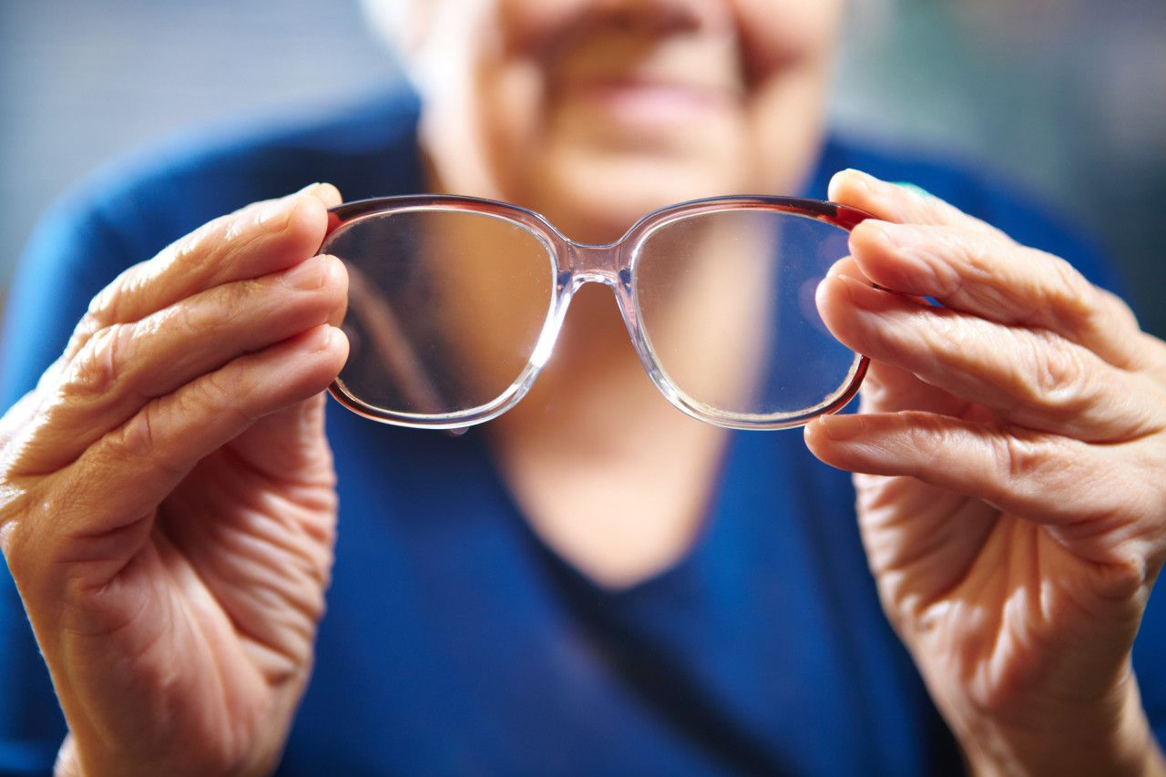 Why Cataract Surgery Can Reduce Falls in Seniors