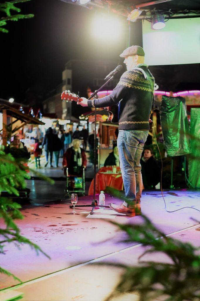 Weihnachtsmarkt In Dinslaken An Der Neutor Galerie Verpottet Weihnachtsmarkt Markt Backfisch