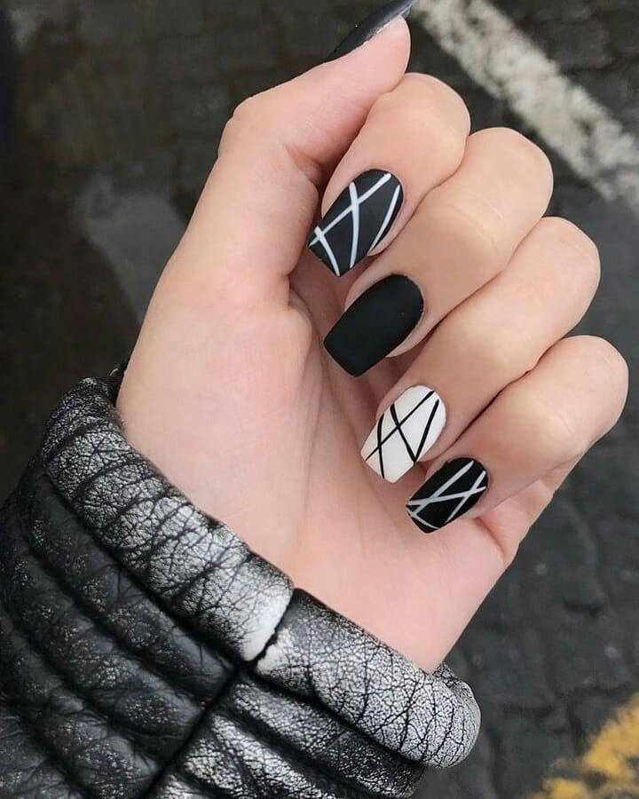 Pin by kis Roxana on nails | Idei unghii, Unghii negre