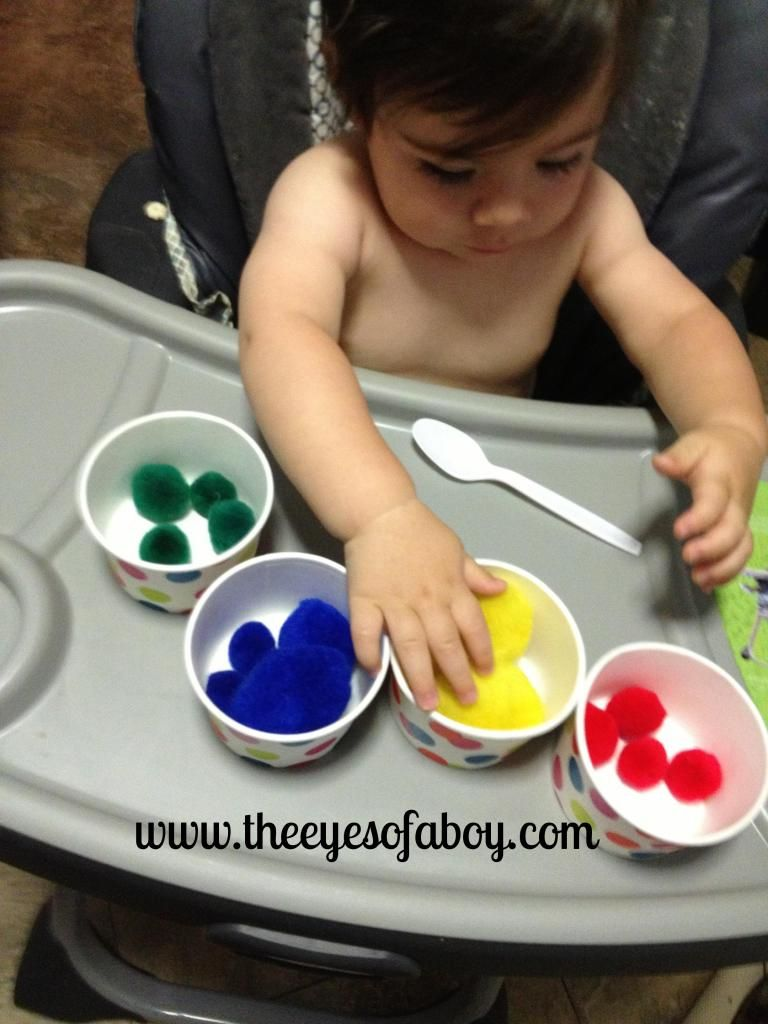 Pom pom sorting for baby fine motor skills development for Small motor activities for infants