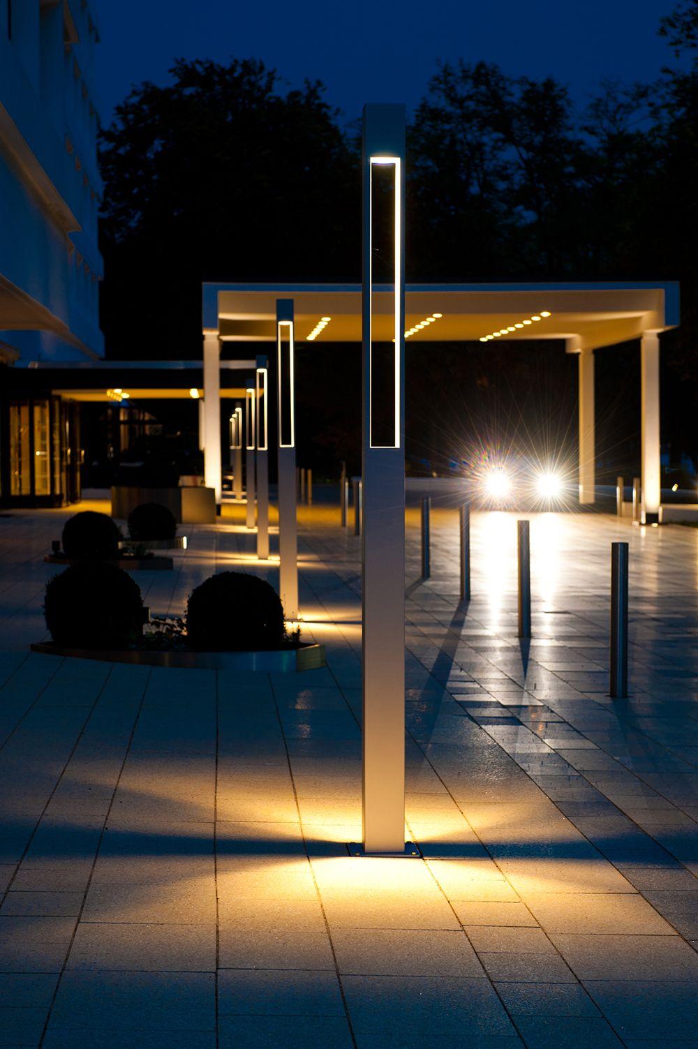 La Colonna Tetra Parco I Di Platek Light Illumina L Hotel