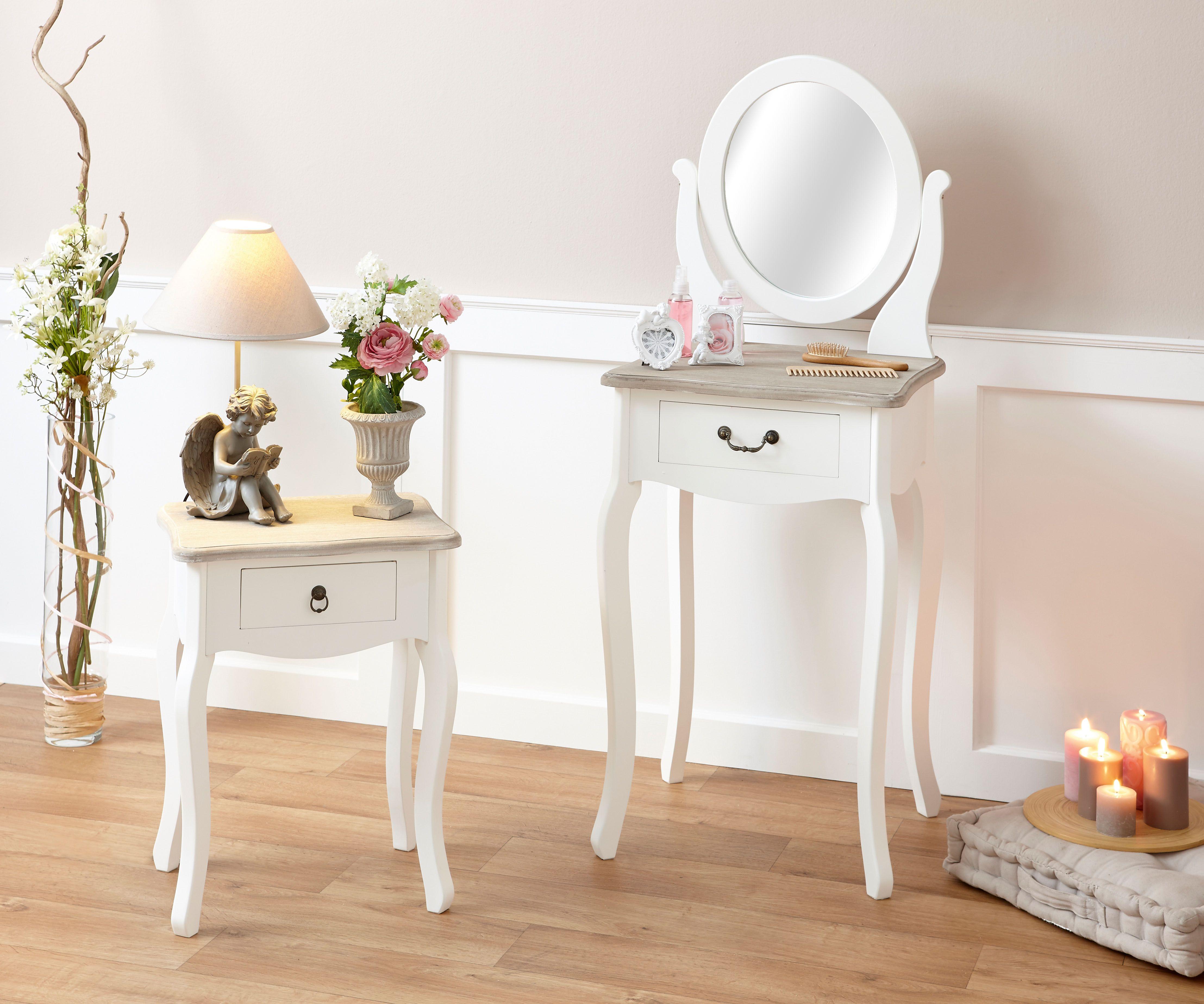 le chevet la coiffeuse la lampe ange le vase le cadre. Black Bedroom Furniture Sets. Home Design Ideas