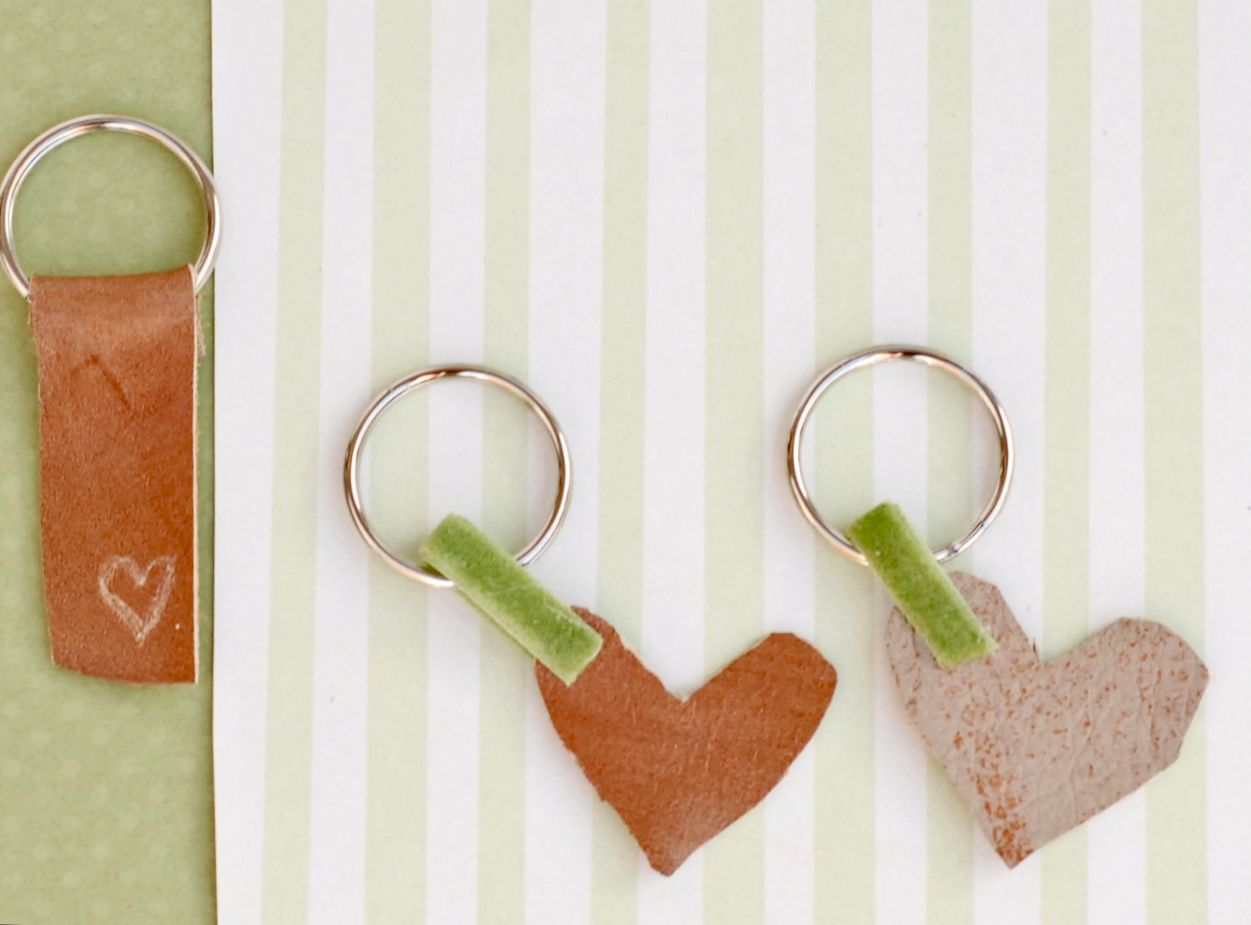 Make these #cute #leather keychains! They would be a great gift for ...