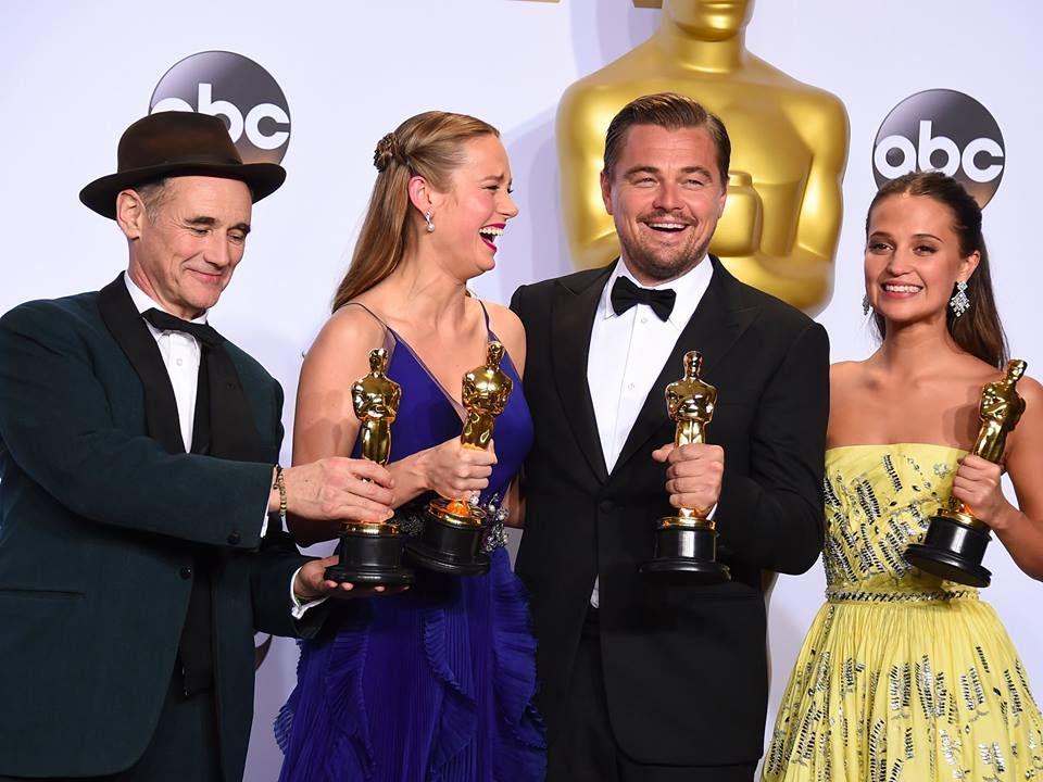 OSCARS 2016 – we all dream in GOLD! ;)  Criticii s-au îndrăgostit de acest film, oferindu-i recenzii foarte bune. Citește » https://issuu.com/performance-rau/docs/nr-50-mar-2016/40