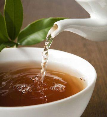 26 Tipuri de Ceaiuri Naturale de Slăbit, pe care le Puteți Face Acasă