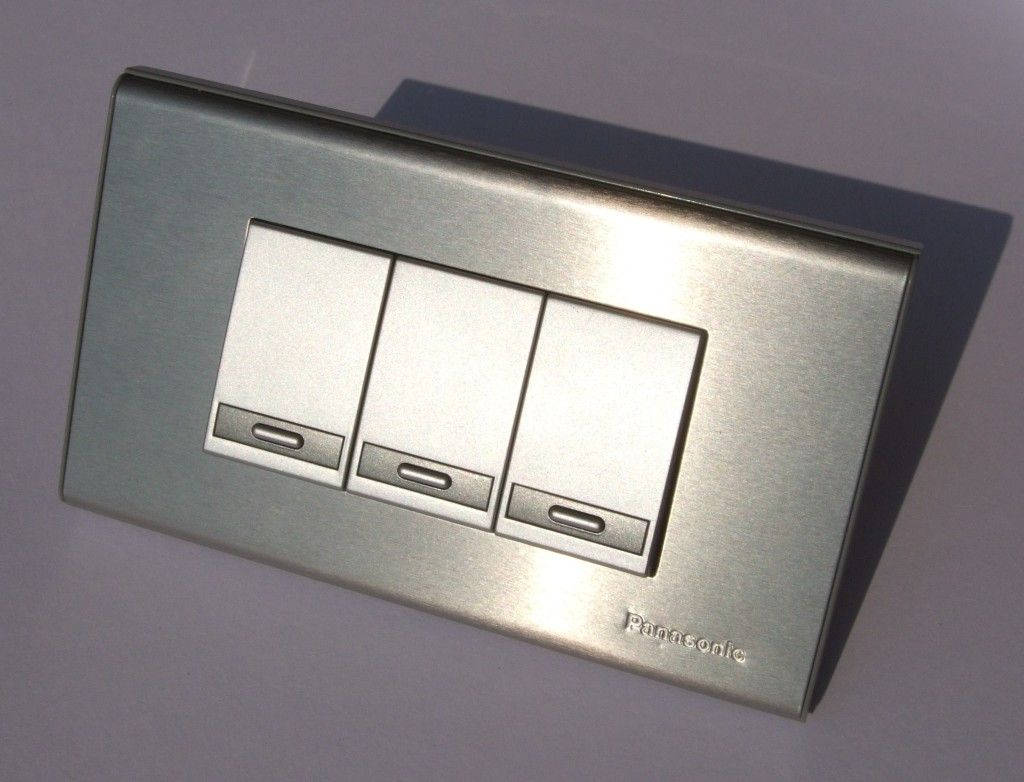 http://mosslounge.com/modern-light-switches-to-turn-of-the-lights ...