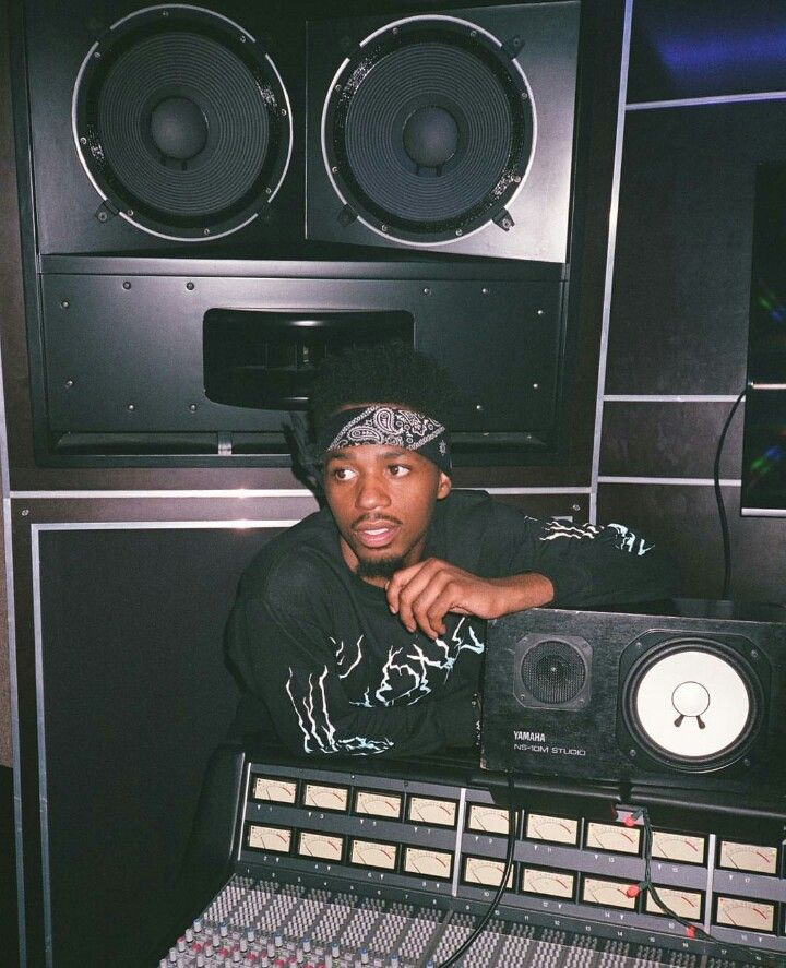 Nwa Iphone Wallpaper Metro Boomin Aka Young Metro At The Studio Music Museum