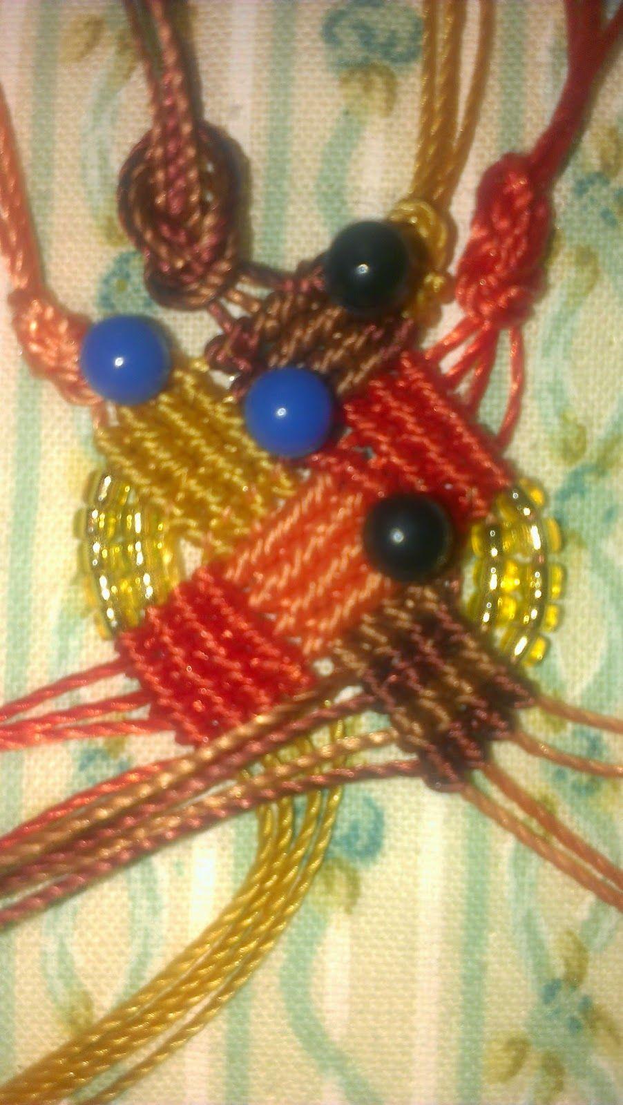 Ho realizzato due bracciali con un motivo ad intreccio. Ho scelto per il primo tutti colori freddi, nelle tonalità del grigio e del blu , me...