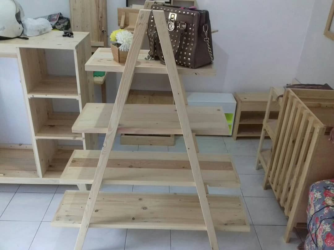Rak Dinding Serbaguna Ukuran 60x30x18 Material Kayu Pinus Jati
