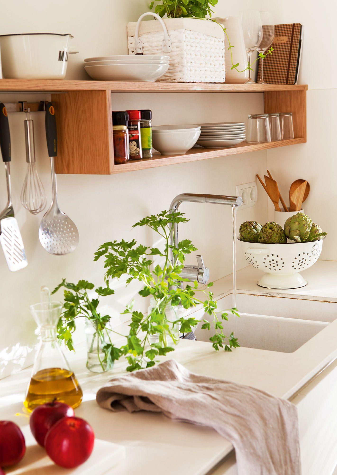 En la cocina Muebles de cocina de Vivestudio y colador de Velafusta ...