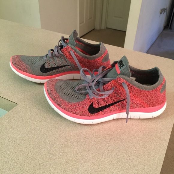 NIKE Women's Casual Shoe - White/ Gray/ Pink Leather  SZ 7.5 - XLNT Condition
