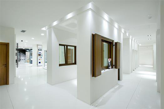 Showmotion showroom porte finestre 524 350 showroom pinterest showroom and doors - Showroom porte e finestre ...