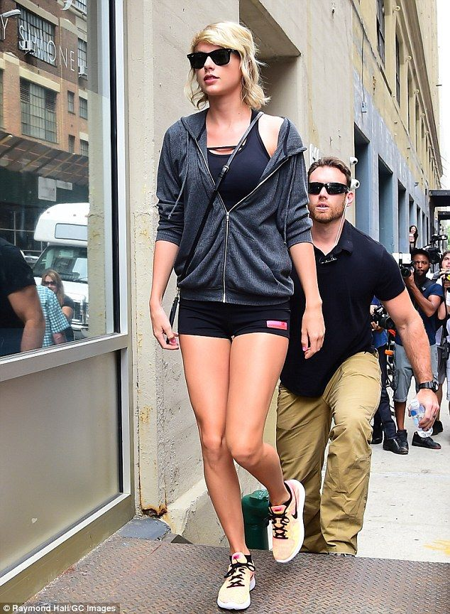 Taylor Swift Dons Tiny Shorts For Gym Session In Nyc Taylor Swift Style Steal Taylor Swift Style Tiny Shorts