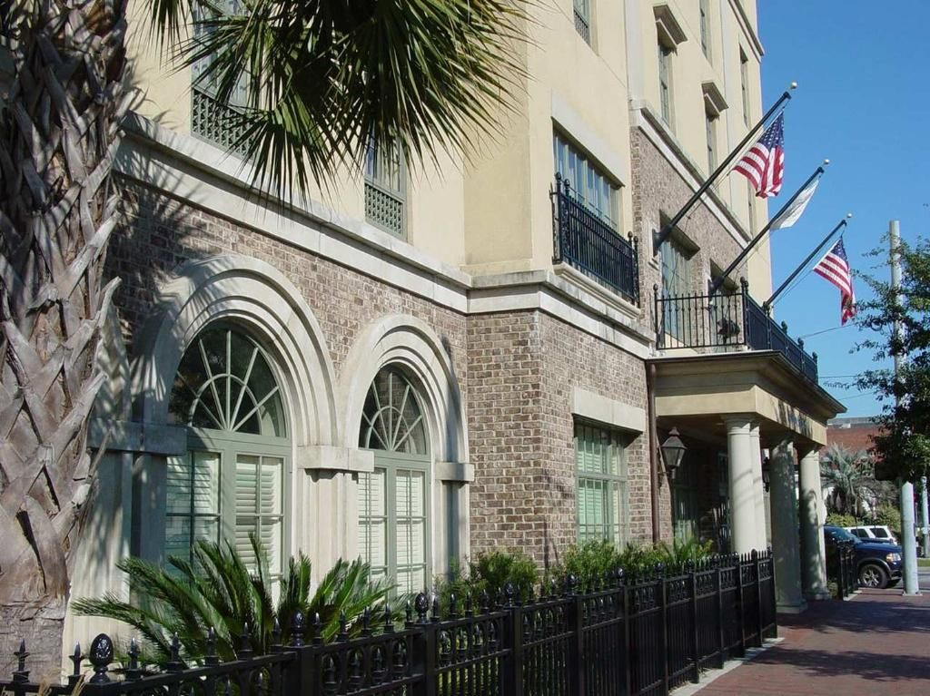 Among Hotels In Savannah Historic District The Hampton Inn Suites Offers Many Amenities Such As Free Wifi Breakfast