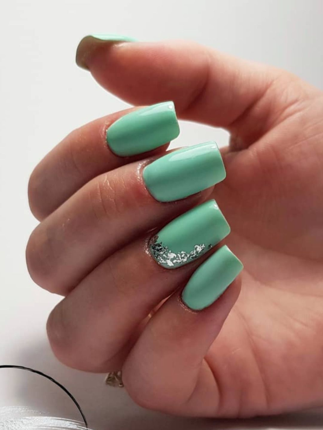 Cute Mint Green Square Nails 2020 With Silver Glitter On Accent Nail Design Summernails In 2020 Mint Green Nails Cute Summer Nails Green Nail Designs