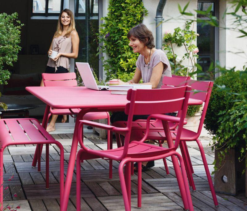 Tisch Luxembourg In Rosa Von Fermob Gudewer Hamburg Productmate Raum Im Freien Gartensessel Terassenentwurf