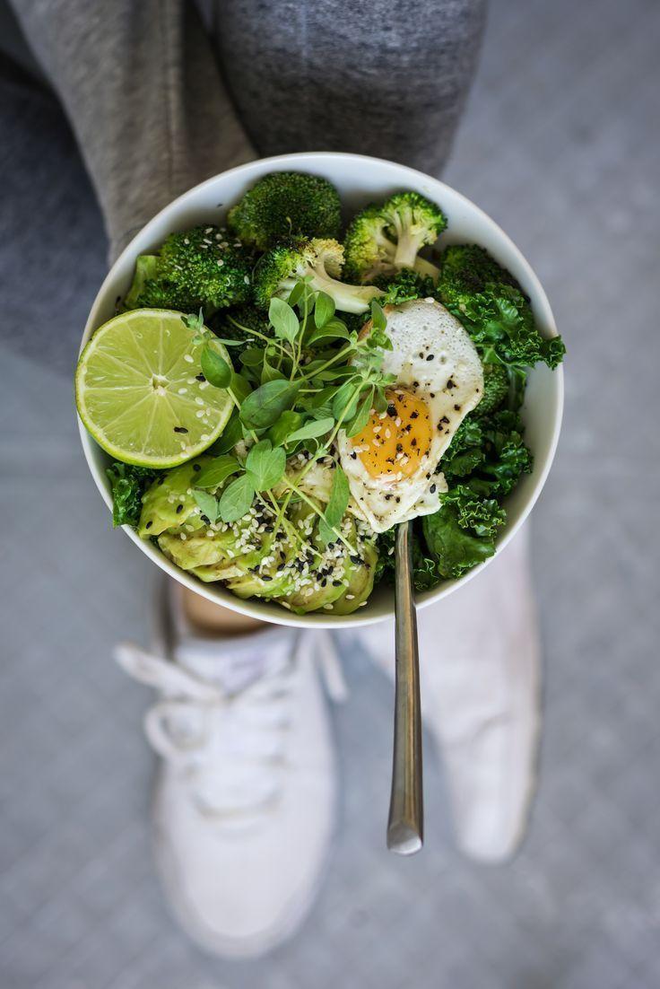 Fitness Breakfast Bowl with Broccoli, Avcoado, Kale, Sesame Seeds, Lime amp; Eggs - HealthyLaura - F...
